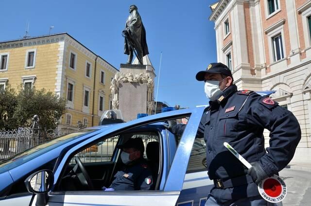 Polizia Campobasso covid mascherina