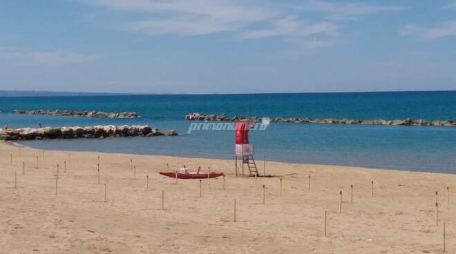 spiaggia libera pali lungomare nord bagnino