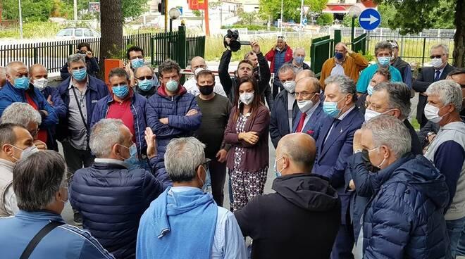Lavoratori Gam davanti al Consiglio regionale