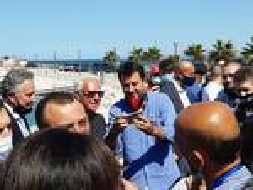 Matteo Salvini a Termoli sottovento Marone supporter