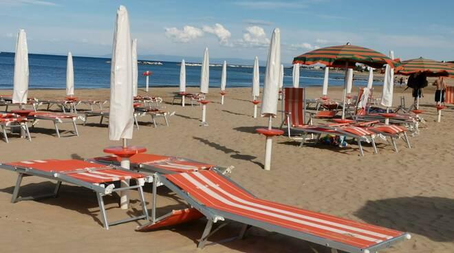 Ombrelloni distanziamento covid spiaggia