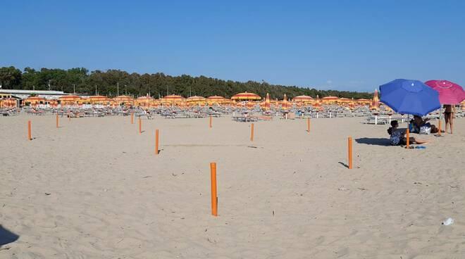 Paletti Petacciato ombrelloni spiaggia distanziamento