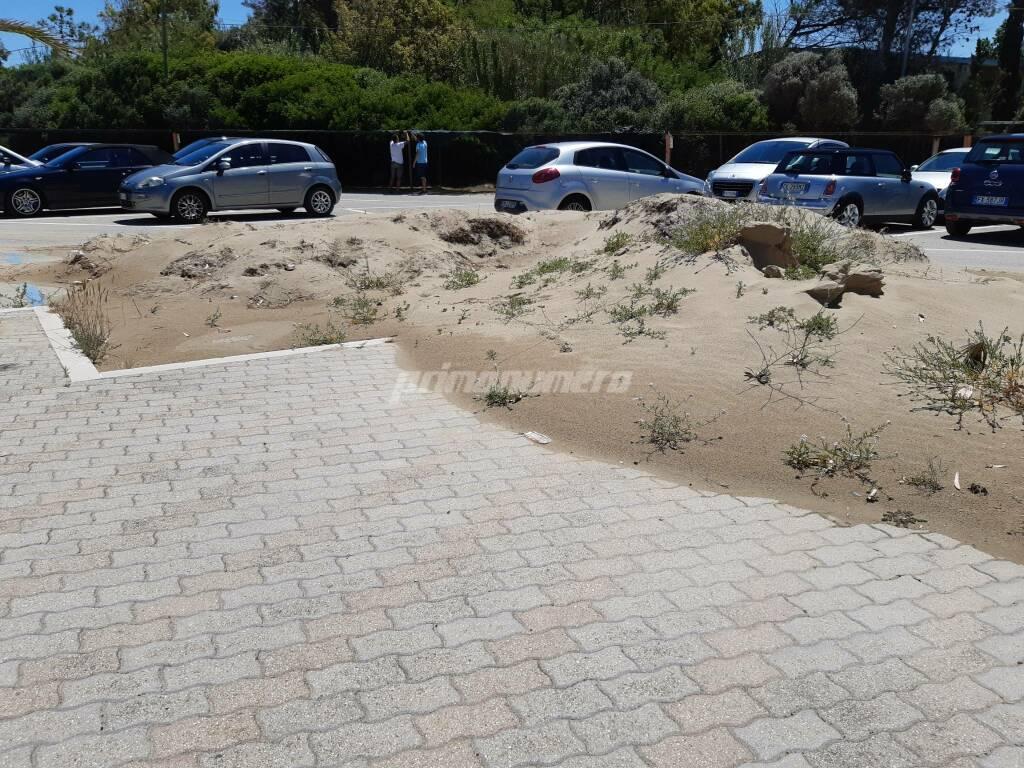 Sabbia e auto parcheggio verde Petacciato marina