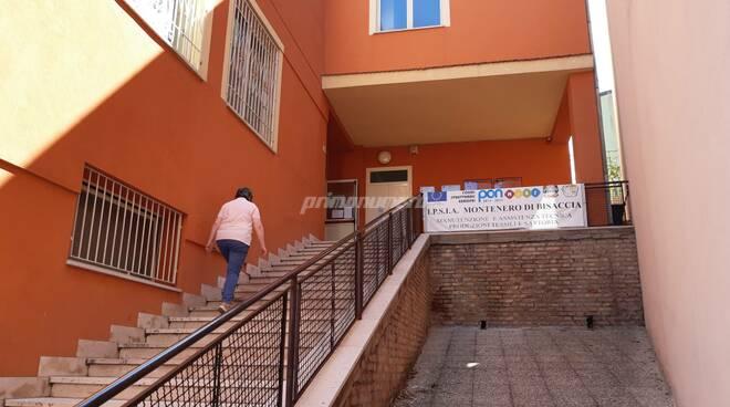 Scuola professionale esame ragazzi maturandi Montenero