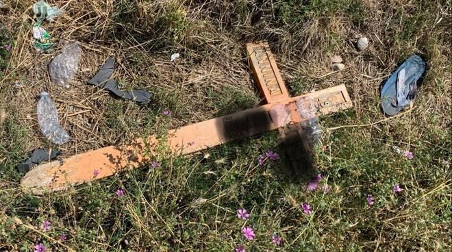 croce lapide abbandonata ss16