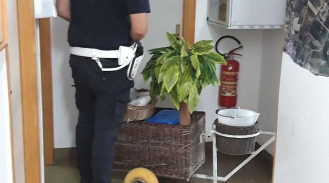 polizia municipale venditore cocco
