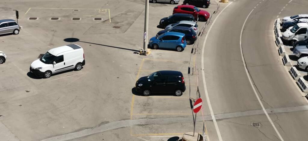 parcheggio transennato scala a chiocciola porto