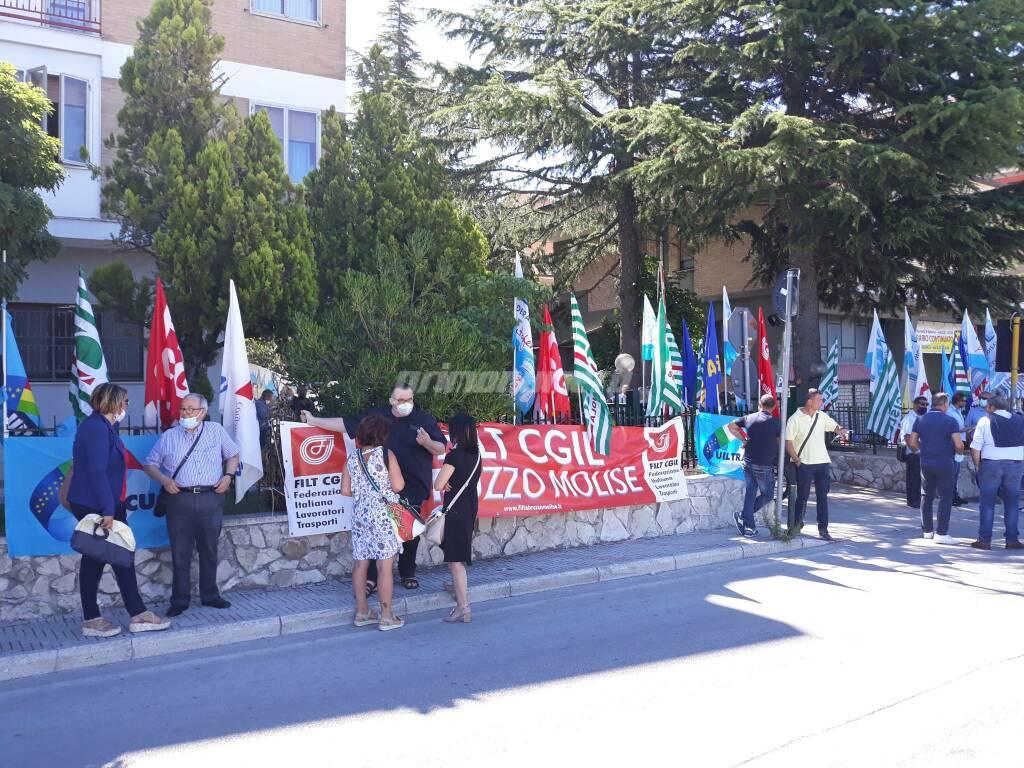 Protesta scuola e trasporti consiglio regionale