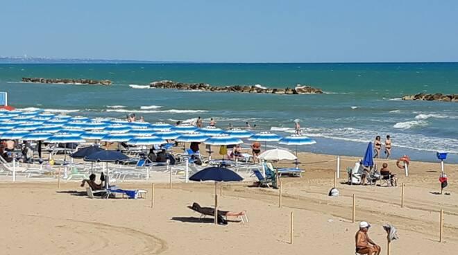 Mare spiaggia vento di maestrale luglio 2020