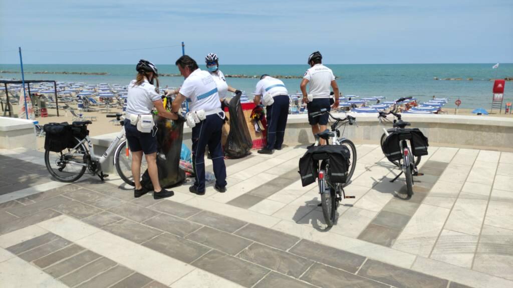 polizia locale bici Termoli sequestri spiaggia lungomare nord