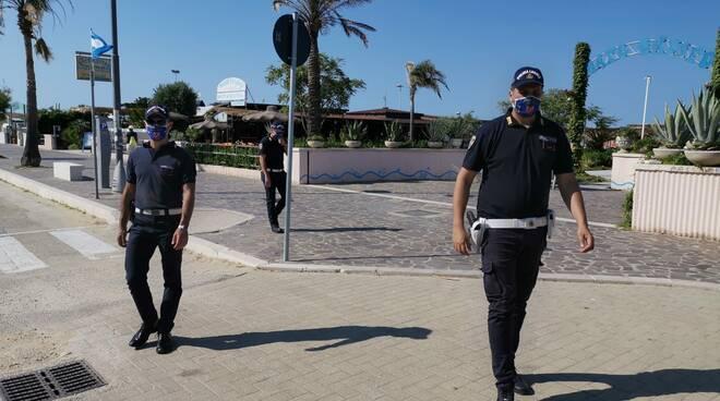 polizia locale campomarino controlli multe spiaggia