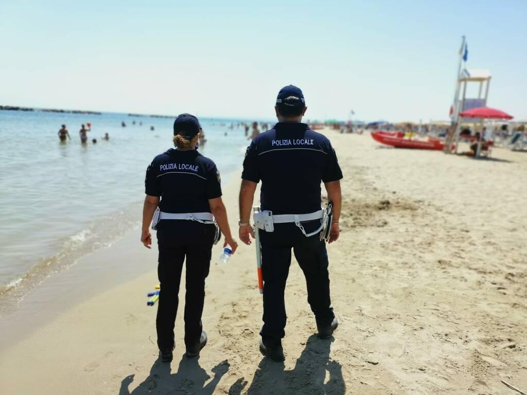 polizia locale Campomarino spiaggia controlli sequestri