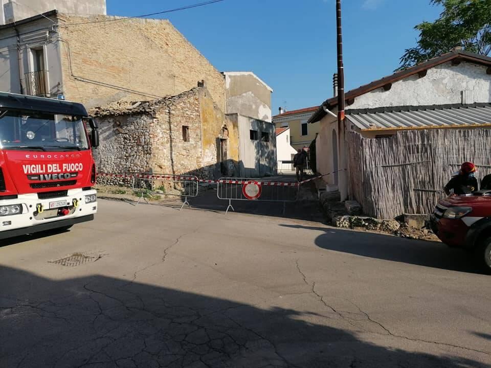rudere pericolante transenne strada chiusa terremoto portocannone