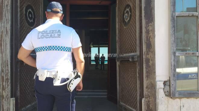 sequestro locale fuori rotta lido panfilo termoli polizia locale capitaneria di porto