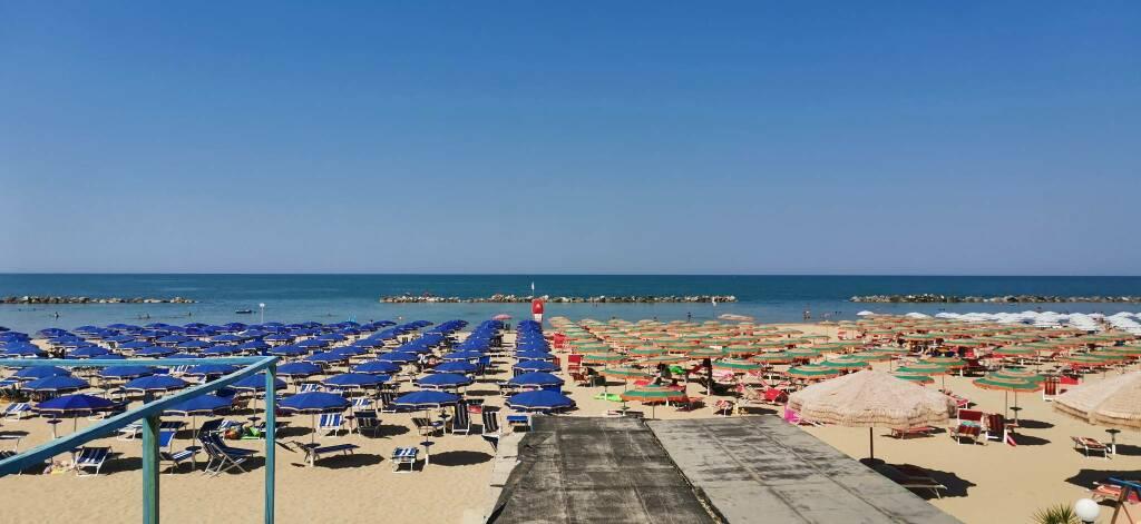 Spiaggia ombrelloni lido luglio 2020 termoli mare