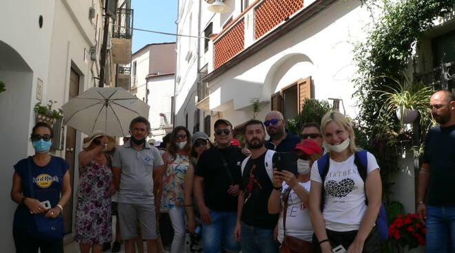 turisti termoli visita borgo vecchio