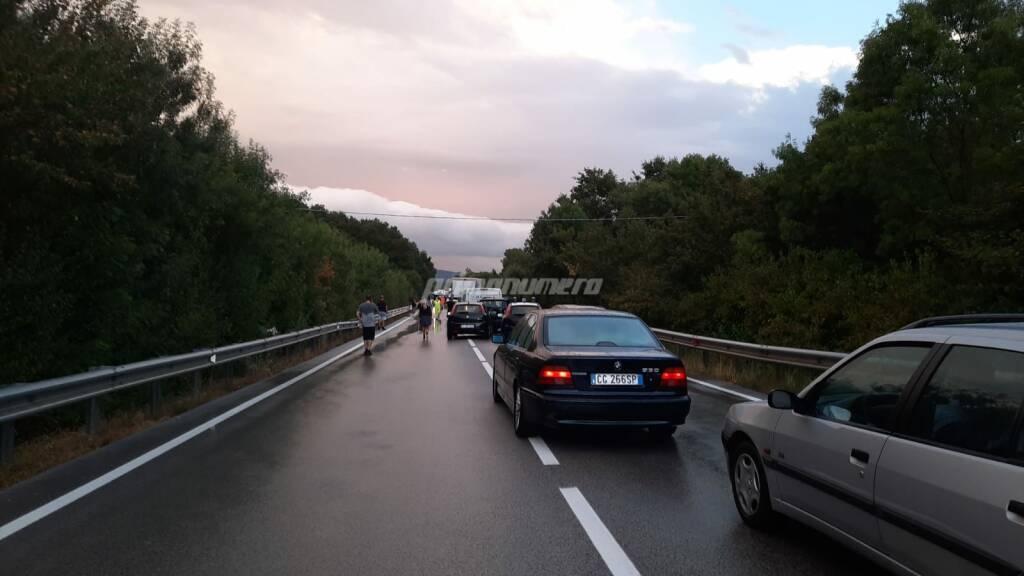 auto coda incidente statale 87