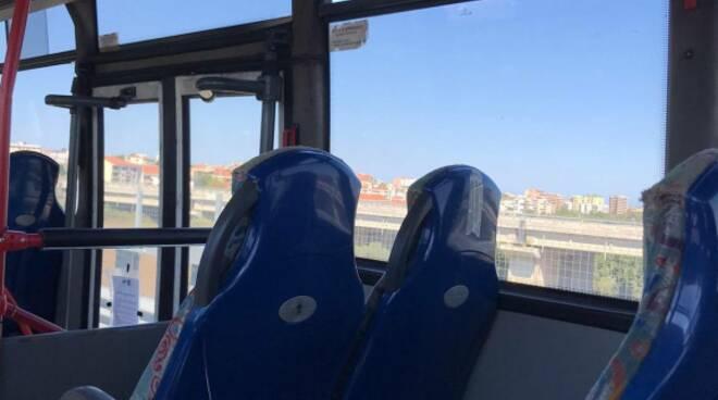 autobus atm finestrini