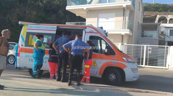 Carabinieri ambulanza spiaggia Termoli