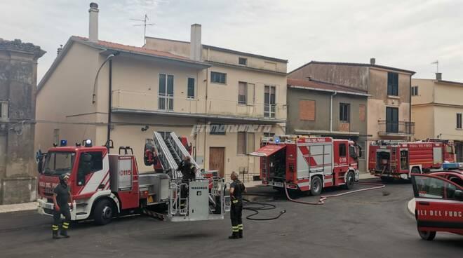vigili del fuoco incendi camionette