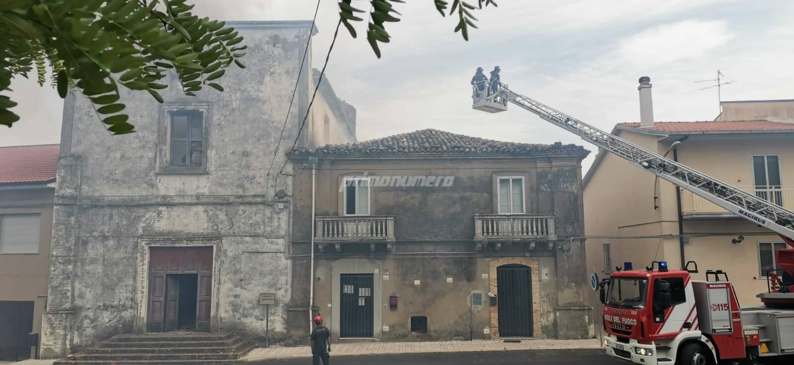 chiesa s. antonio abate a fuoco Incendio a Guglionesi