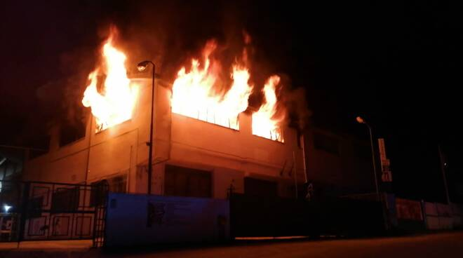 incendio negozio via garibaldi cb