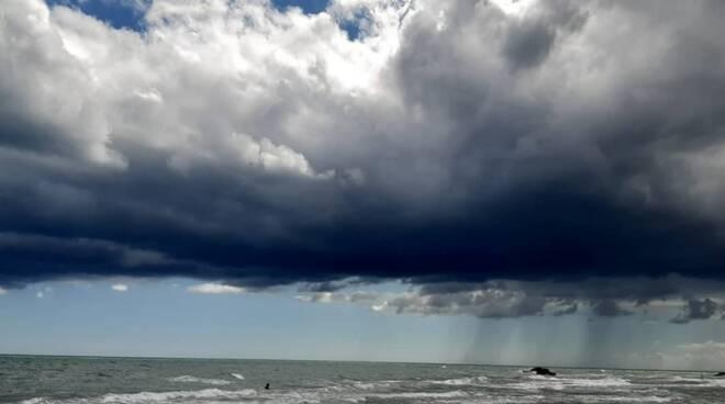 nuvole nere mare
