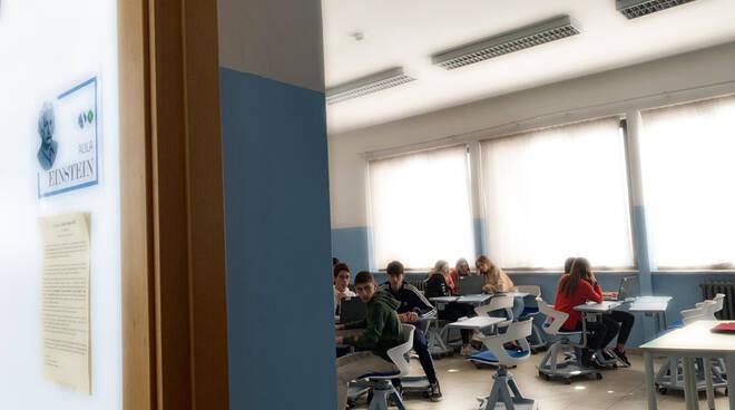 scuola alfano banchi rotelle