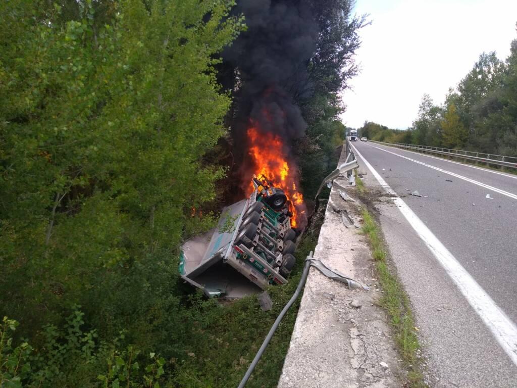 Tir scarpata fiamme ss17