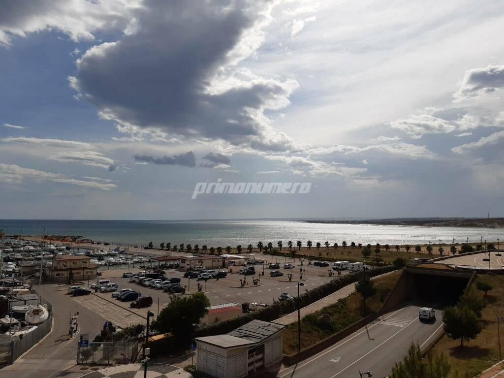 nuvole porto turistico mare