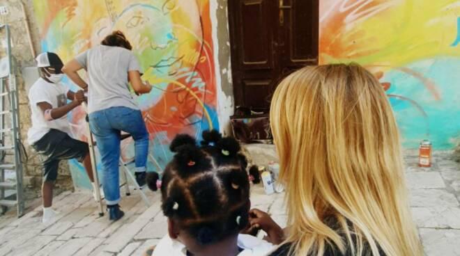 murale alice pasquini tavenna