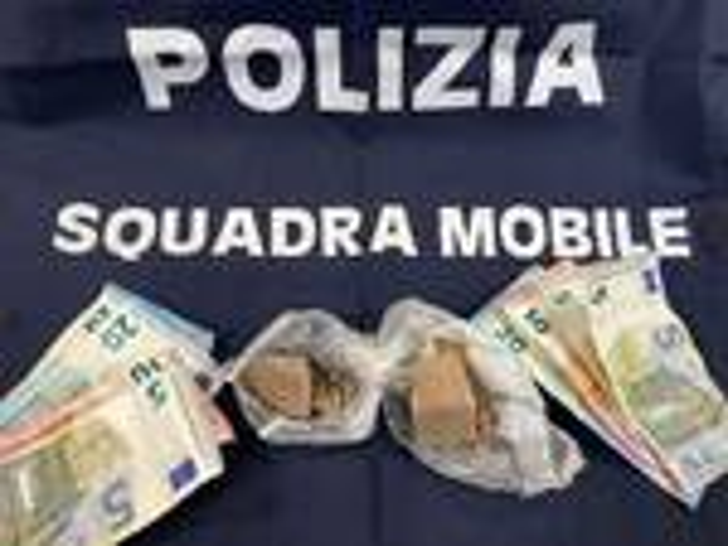 squadra mobile soldi eroina