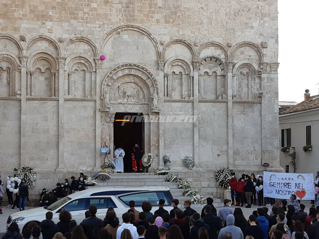Funerale sara favia piazza duomo Termoli