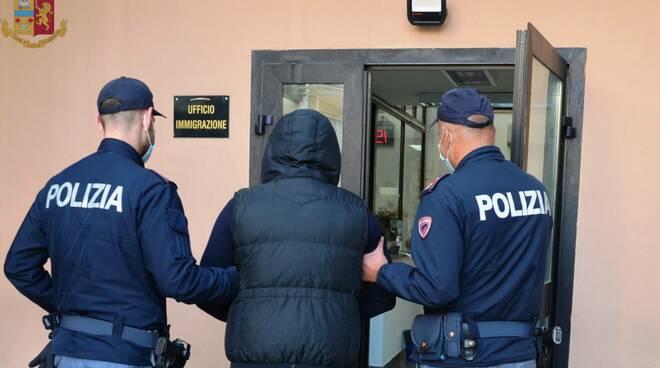 Polizia straniero esplusione