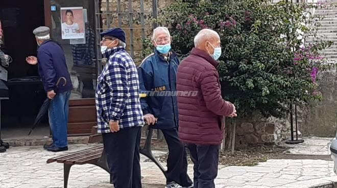 Anziani mascherina termoli