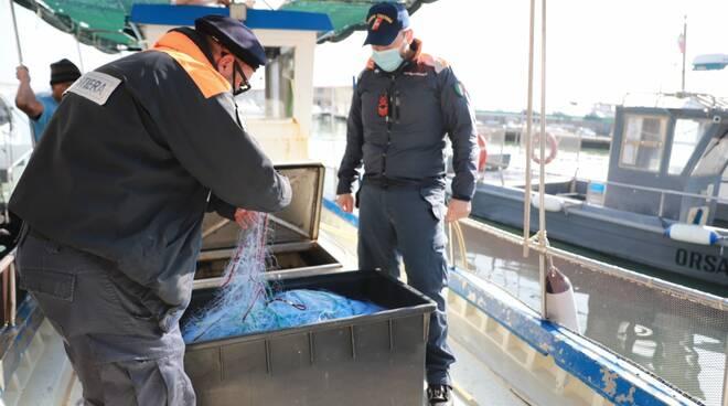 Pesce sequestrato dalla Guardia Costiera