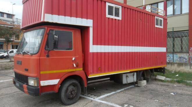 camion abbandonato piazza donatori