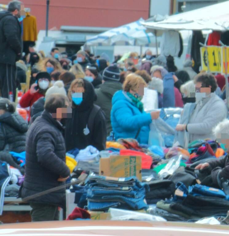 Assembramento mercato Termoli