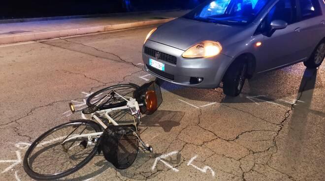 incidente auto bici campomarino