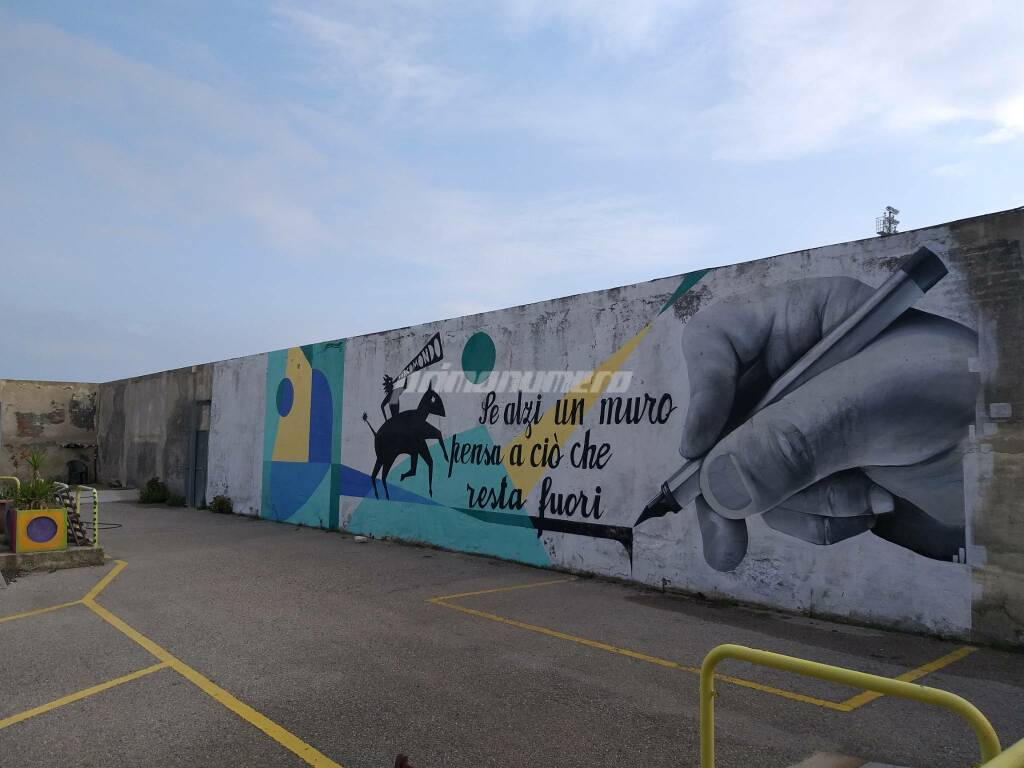 la città invisibile murale esterno