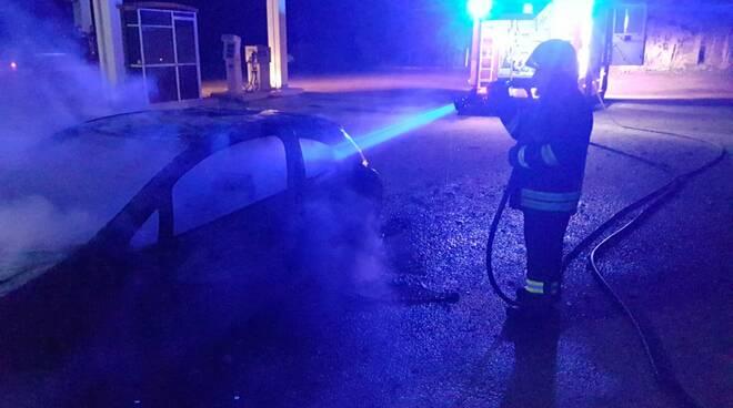 Incendio auto gpl mafalda