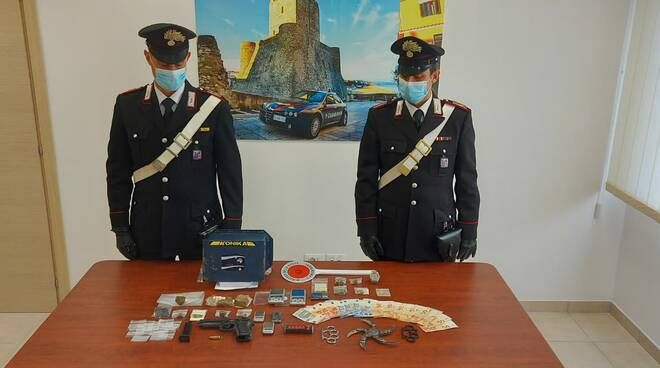 arresto droga montenero carabinieri soldi