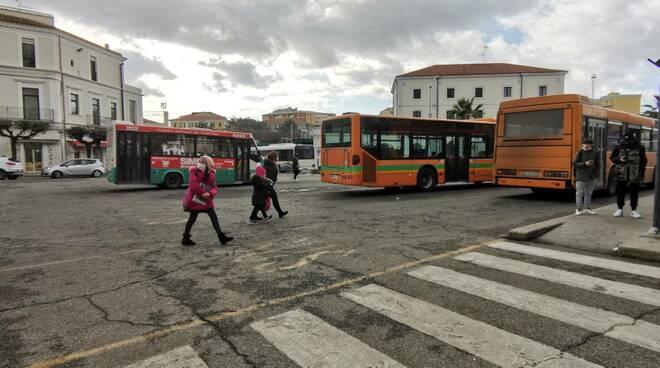Autobus trasporti piazza stazione termoli autisti pendolari studenti circolari