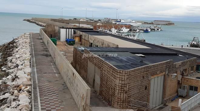 Depuratore porto Termoli ribolle acqua chiazza