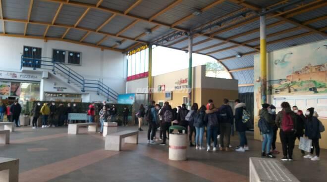 terminal bus studenti assembramenti termoli