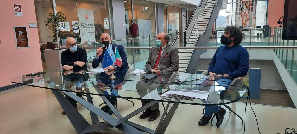 small talk conferenza stampa Charles Papa Cotugno