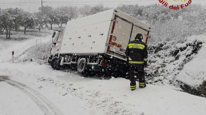 incidente camion neve provinciale 163