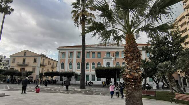 Principe Piemonte scuola persone piazza monumento