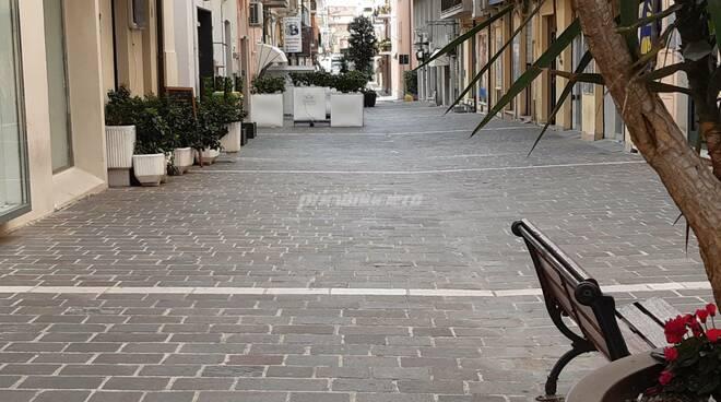 Corso nazionale via adriatica piazza Monumento poca gente termoli