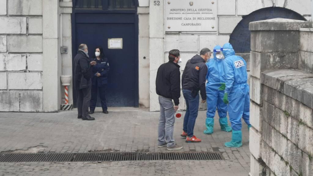 red zone blitz polizia antimafia carcere tute protettive